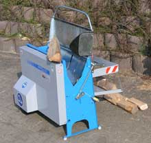 ScheitFix - die leichte und kompakte Maschine um Brennholz zu sägen